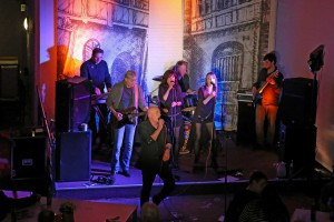 Eddy Monrow & Band rocken in Kiel das Publikum...
