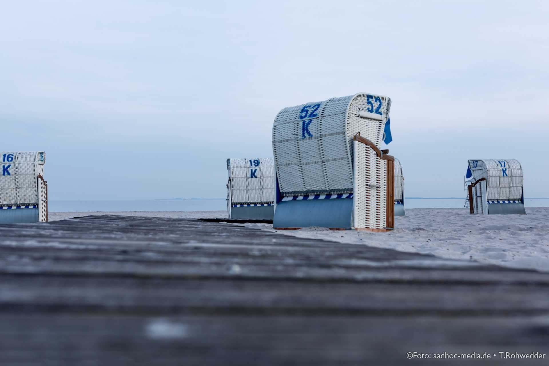Strandkorb in Grömitz - zusammen mit einem Brautpaar auch immer wieder ein ideales Motiv für exklusive Hochzeitsfotos an der Ostsee...