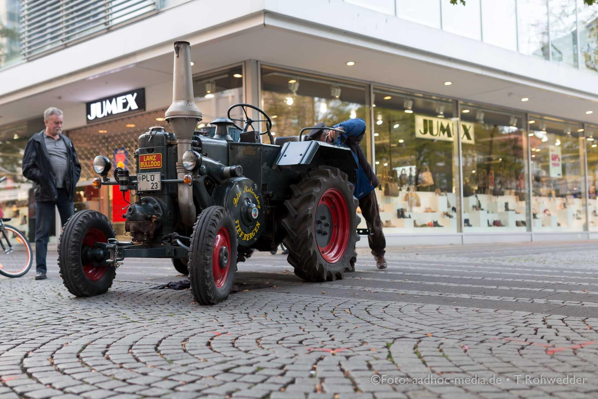 Oldtimer - Traktor Lanz Buldog - Bauern- und Regionalmarkt Kiel
