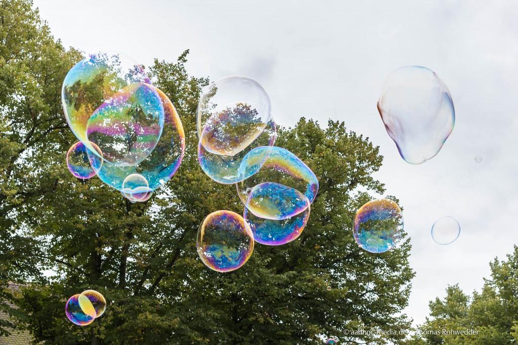 Seifenblasen am Himmel - Fotograf Kiel - © aadhoc-media.de - Thomas Rohwedder