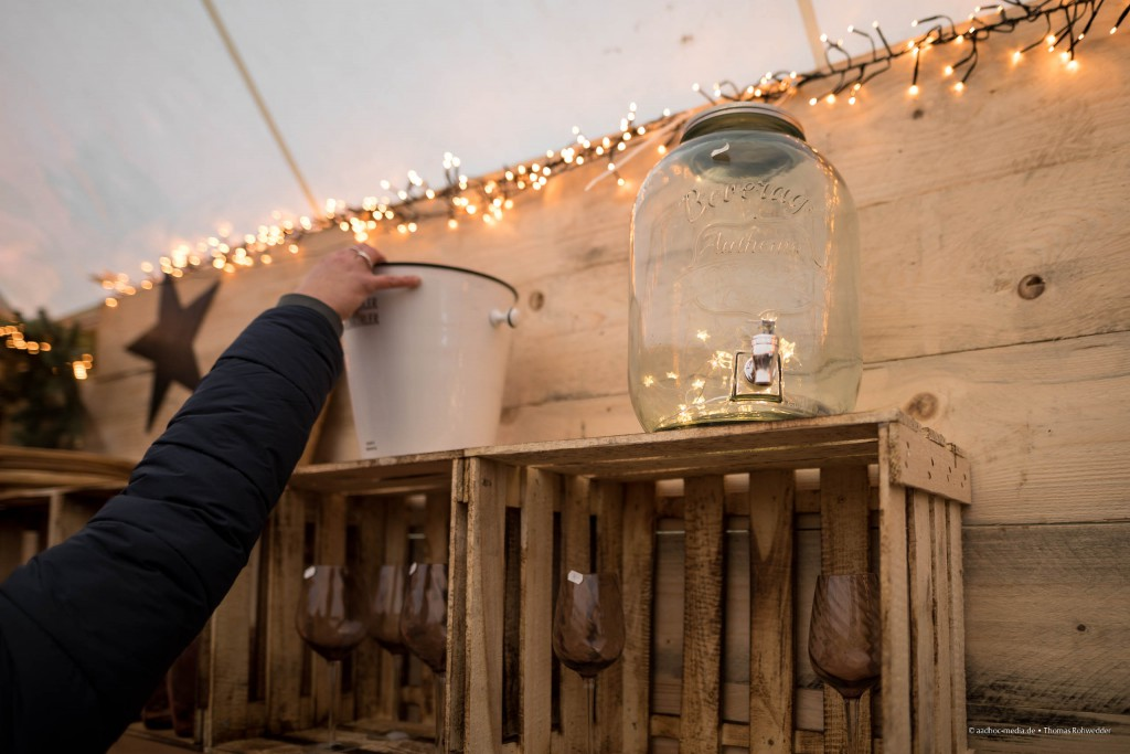Glasbehälter mit Lichterkette auf dem Weihnachtsmarkt Stocksee 2016 • ©Foto: aadhoc-media.de • Thomas Rohwedder