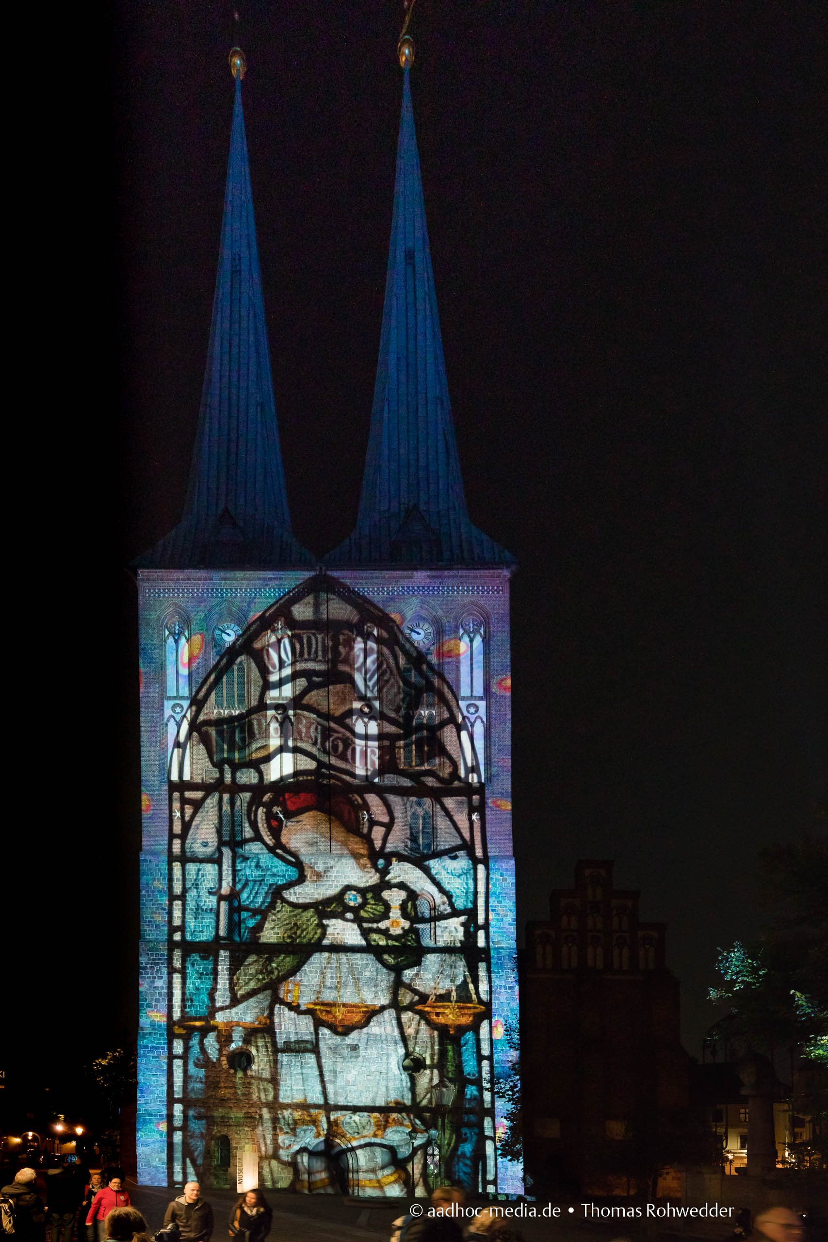 Kirche zum Festival of Lights in Berlin • Bild aus dem Canon 5D Mark IV Test • ©Foto aadhoc-media.de • Thomas Rohwedder