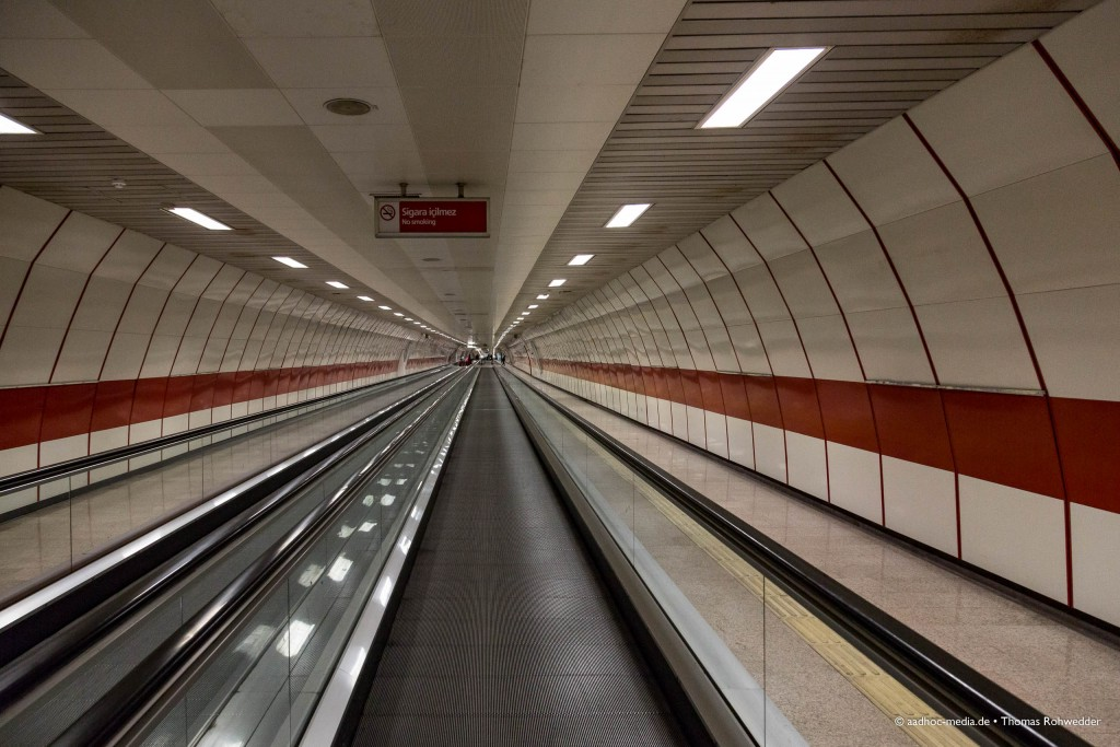 Istanbul • Rolltreppe zur Metro - Fotograf aus Kiel - ©Photo: aadhoc-media • Thomas Rohwedder