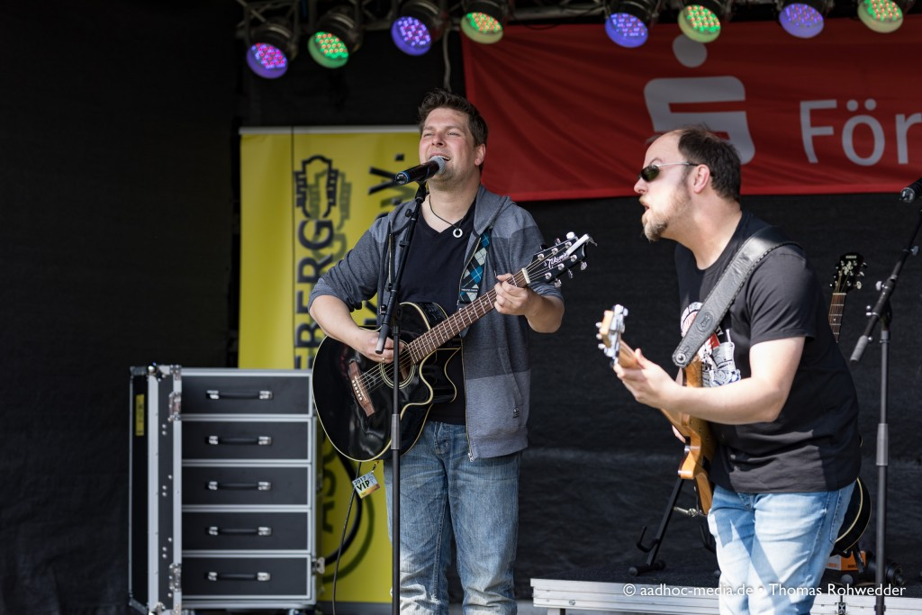 Ascheberg rockt am 1. Mai mit buntem Programm zum 14. Maibaumfest - hier stehen Dennis & Jan auf der Bühne. • ©aadhoc-media.de • Thomas Rohwedder